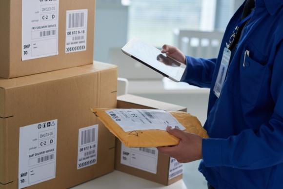 Rynek pocztowy: wystrzeliły przesyłki kurierskie, nie poddają się listy